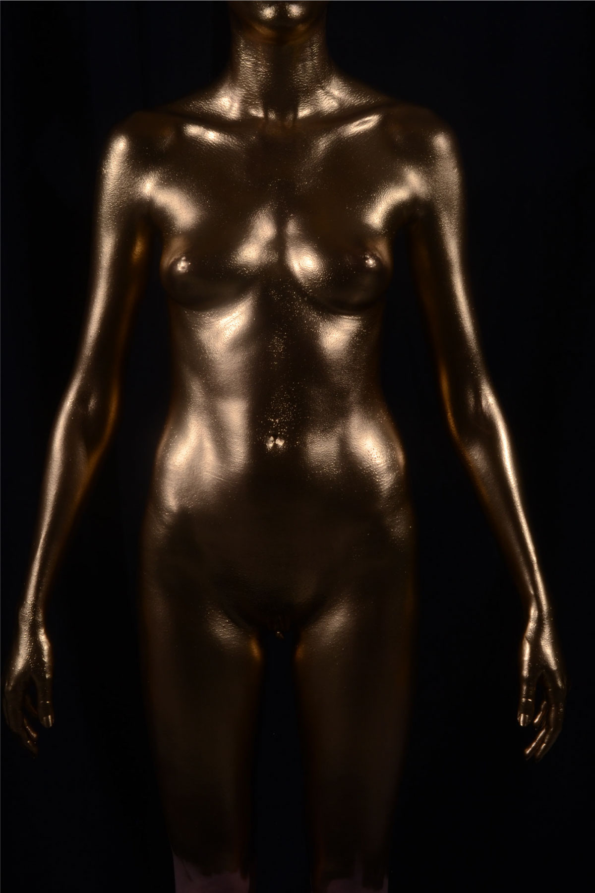 In models paint body gold naked