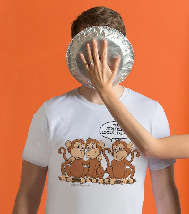Your Girlfriend Looks Like Mom – Funny Monkey Comic Design T-Shirt
