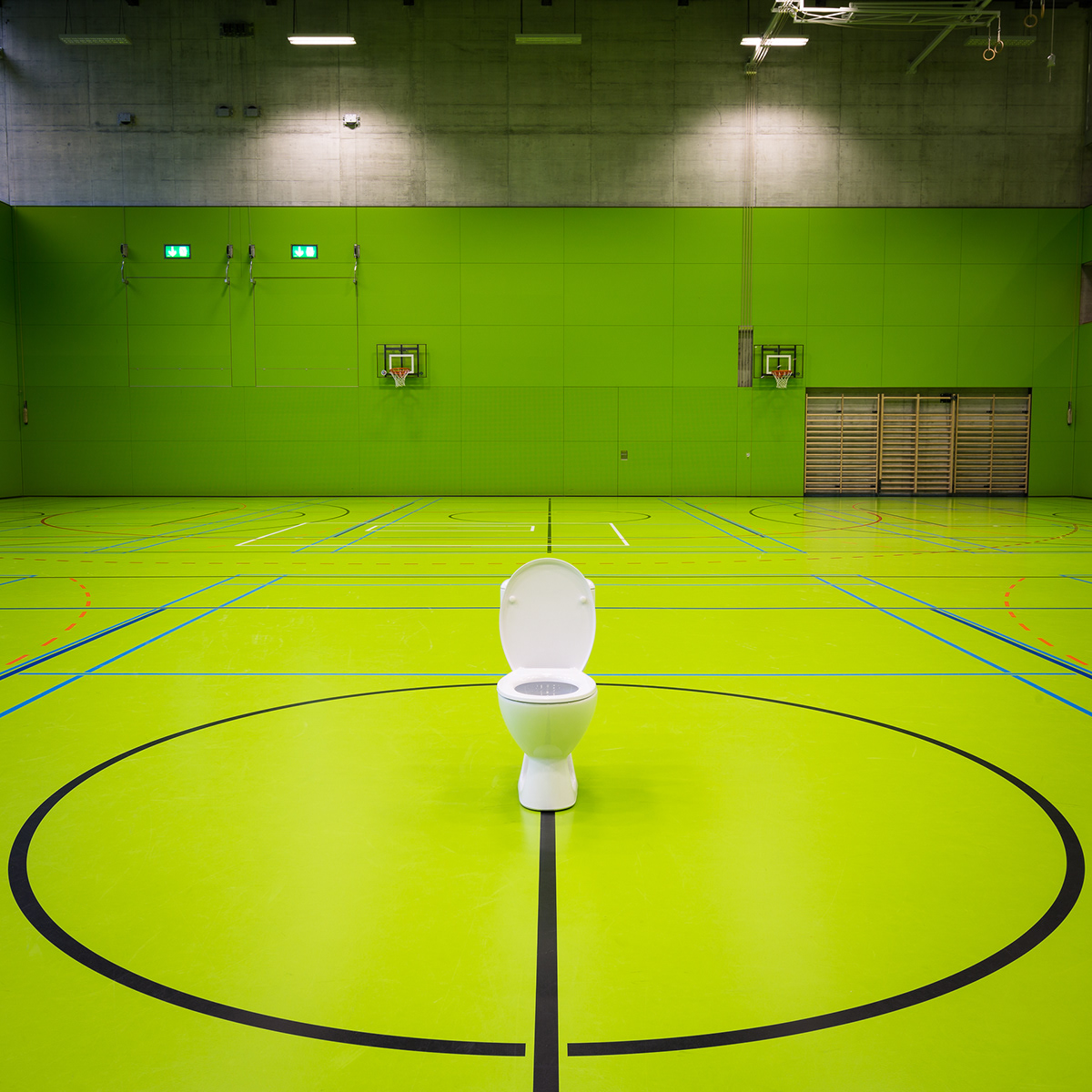 toilet misplaced conceptual art Konzeptkunst TobiasTheiler kunstfotografie