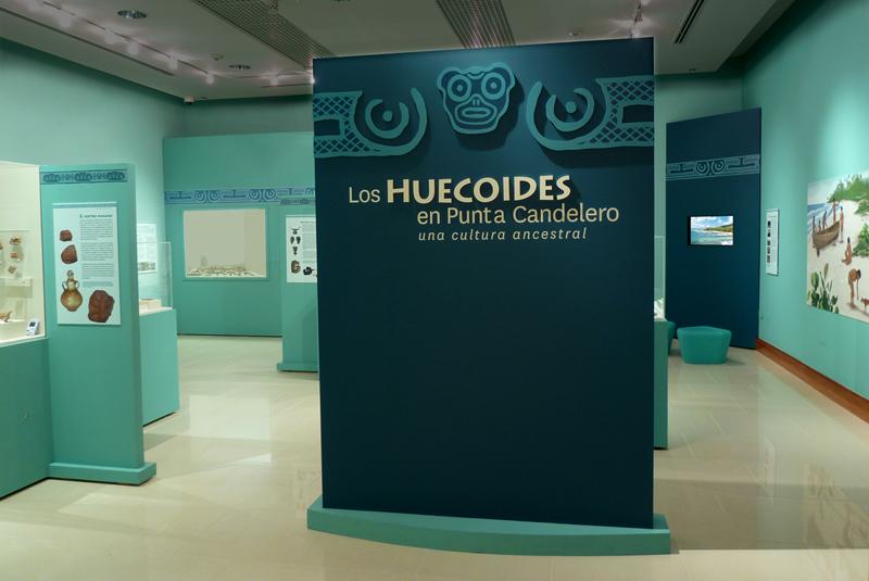 Los huecoides exhibiciones museograf a on behance - Vitrinas de exposicion ...