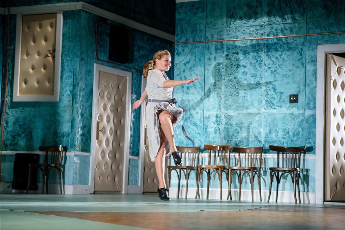 set design  Orodea Nagyvárad Theatre Máli néni Füst Milán Safranek Zita