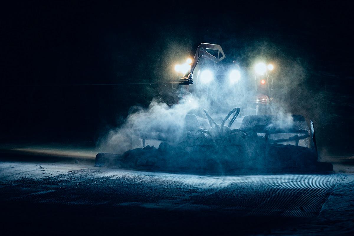 Adobe Portfolio lightroom Canon winter snow groomers pistenbully night Photography  austria