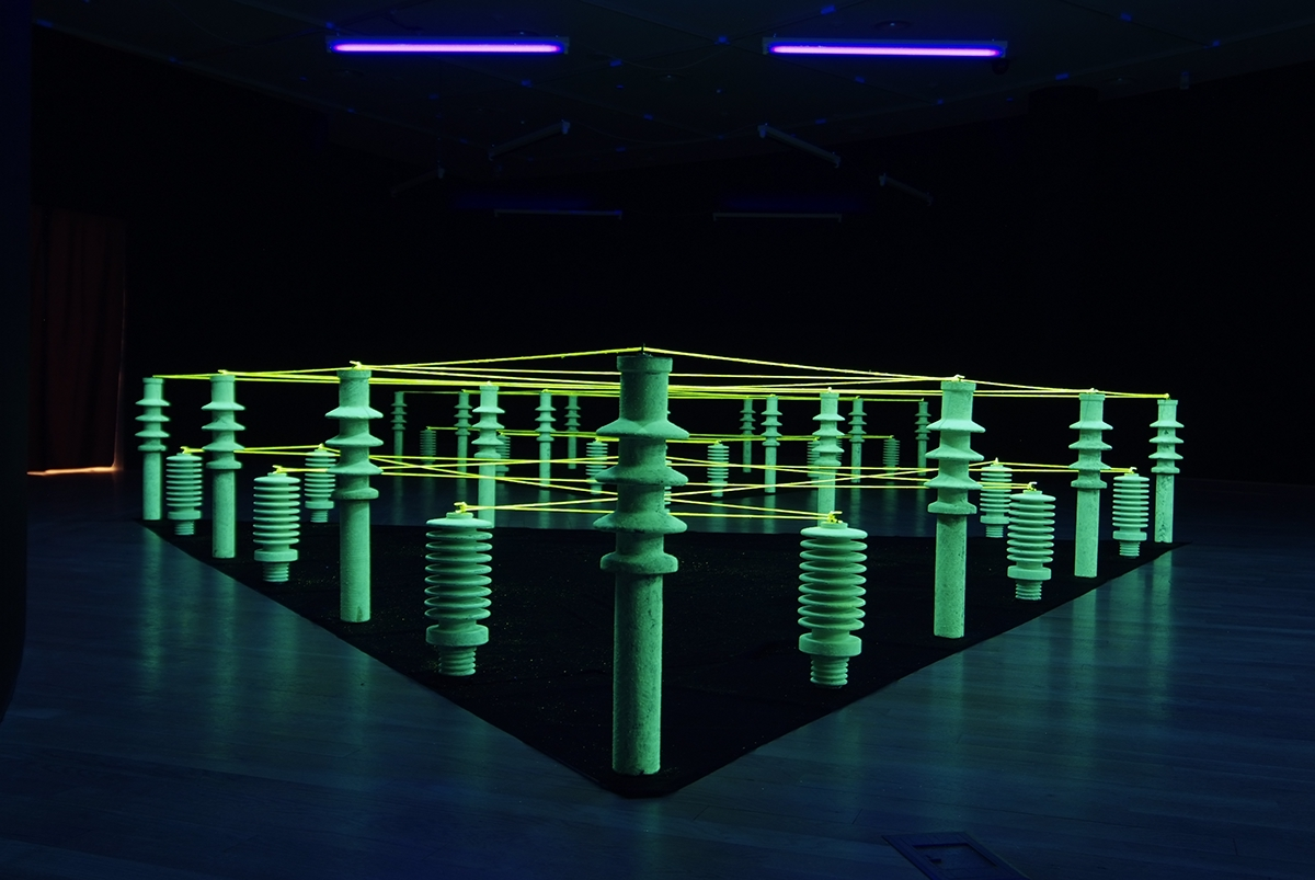art artist Installationskünstler light art Lichtkunst Johannes Pfeiffer rauminstallation black light site-specific art