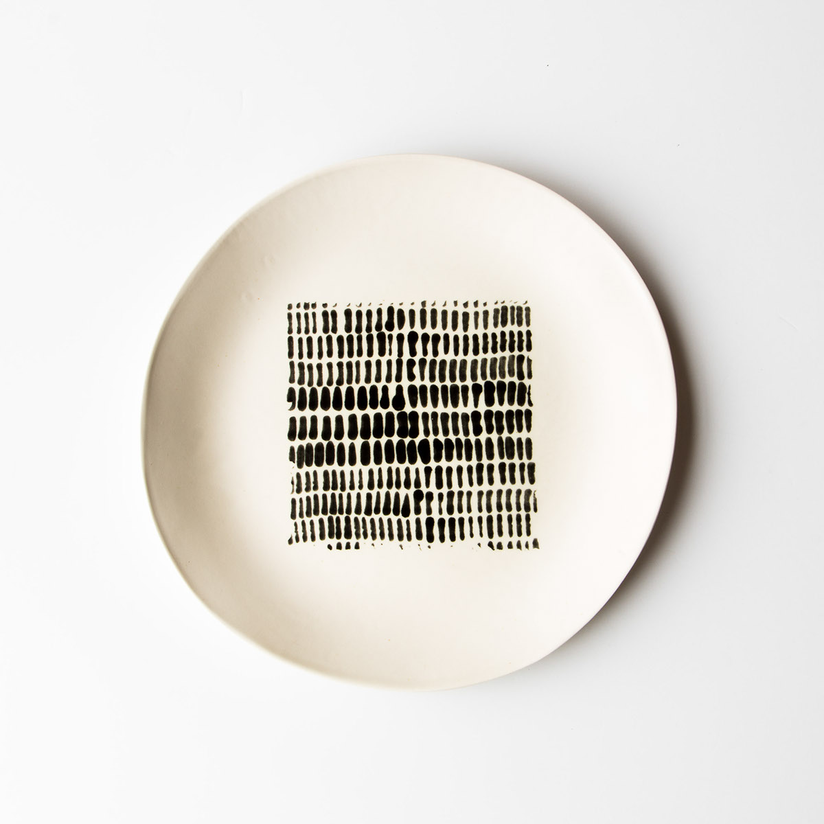 These plates look Japanese inspired almost zen with their paintings of black and white calligraphic lines. Designed by hand from white porcelain plates ... & Rachel Grenon - Large Hand Painted Ceramic Plates on Behance