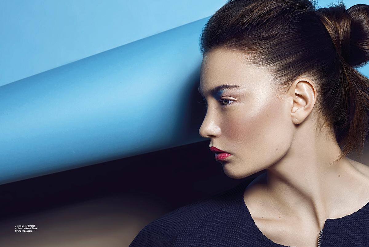 PUBLISHED magazine retouch post Production Elle beauty makeup colors freckles