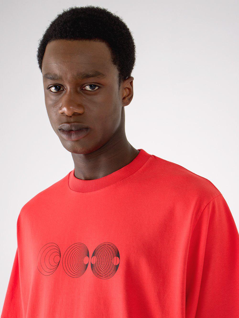 Image may contain: person, man and active shirt