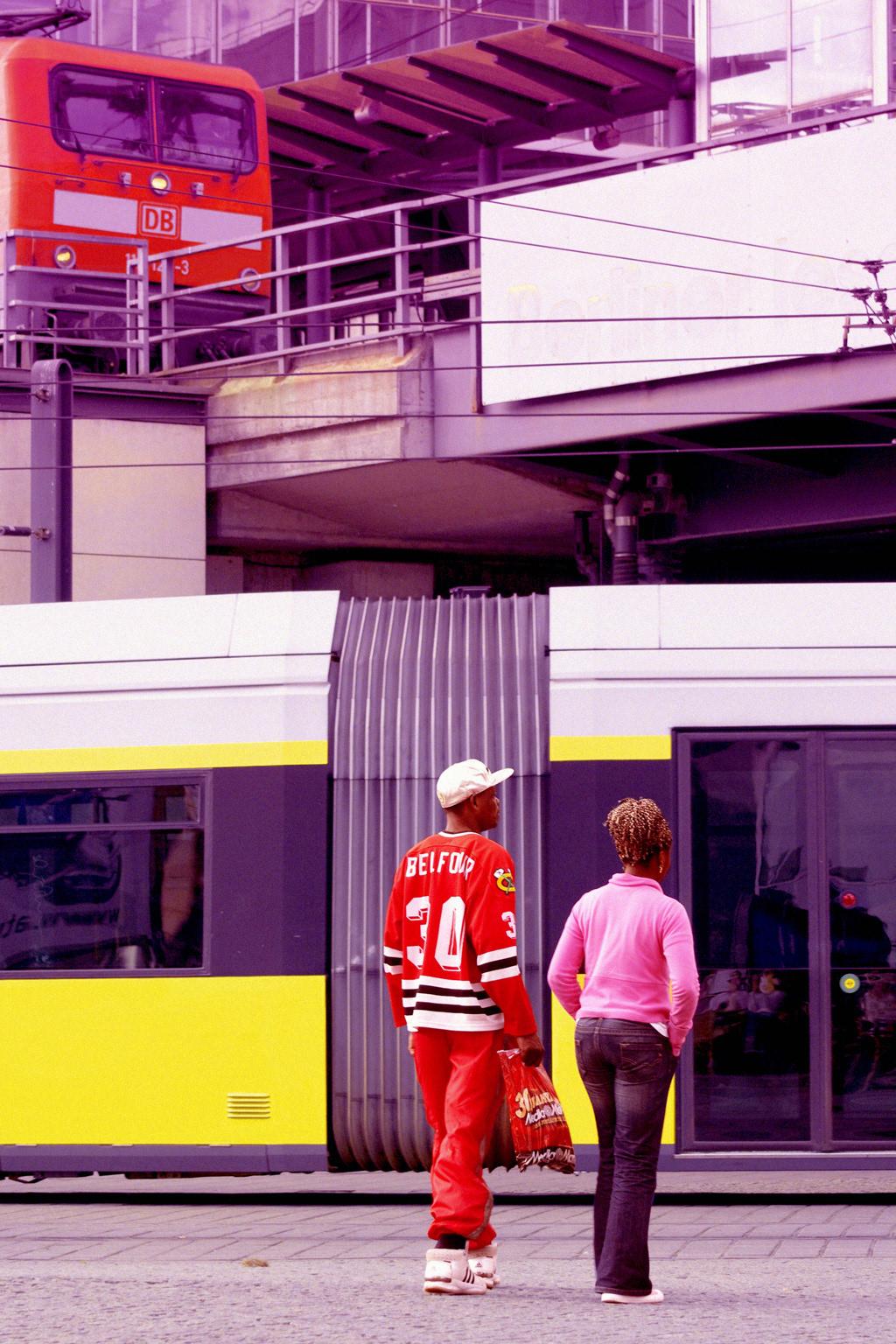 einscommanull Tino Schwanemann City Life photographic essay Cities Urban berlin London colorful colors saturation