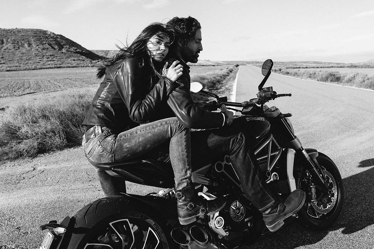 прошлый фото байкера на мотоцикле с любимым человеком хироманту нужно тщательно