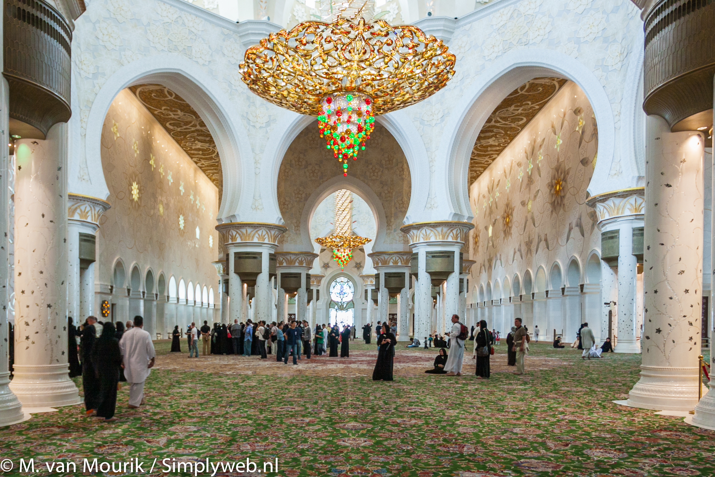 Simplyweb photography grand mosque it features 82 domes over a 1000 columns 24 carat gold gilded chandeliers and the worlds largest arubaitofo Image collections