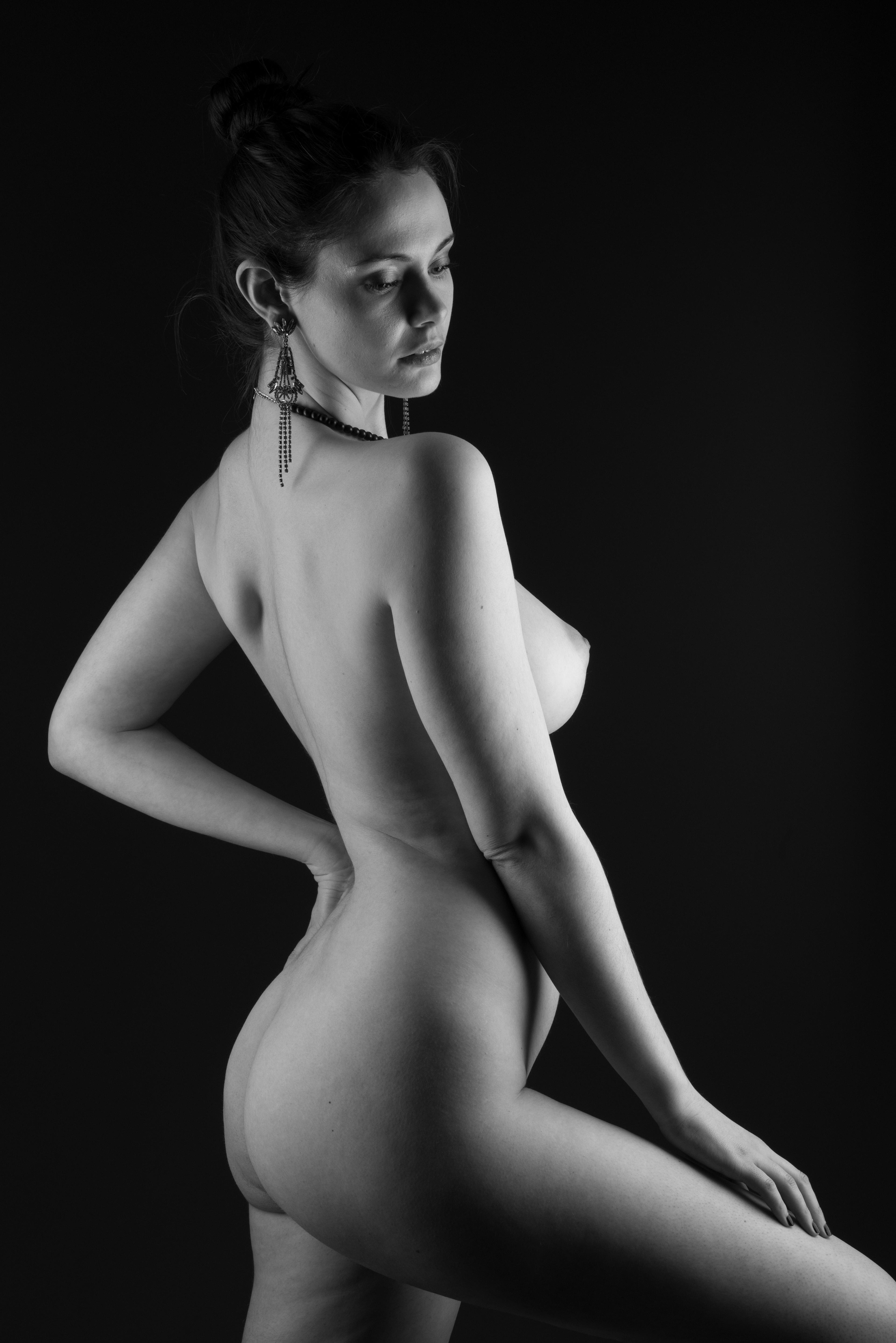 Jennifer aniston naked photo goes up for auction for coronavirus charity