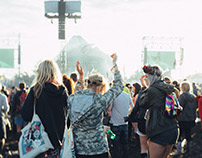 "Glastonbury Festival Photo Exhibition ""i feel awesome"""