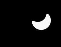 Photograph(s) 6: Ceci n'est pas la lune