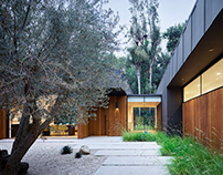 Laurel Hills Residence in Los Angeles by Assembledge+