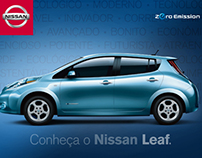 Assorted flyers and folders for Nissan