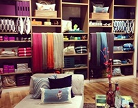 Holiday 2013 Floor Set: Gifting