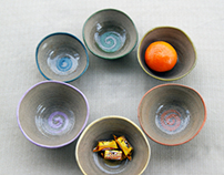 Funny bowls with curved colored edge