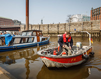 2014-03-02 Barkasse droht im Binnenhafen zu sinken