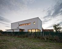 Casa Blanca Aldeamayor / Guillermo Mateo Cardeñosa