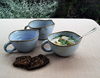 Soup bowls with handle and curved edge