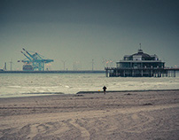 In Blankenberge (Under the sun and the rain)