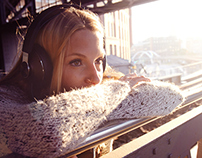 Anna / Headphones