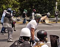 """La """"Marcha de los escudos"""" en Caraca 10 de mayo"""
