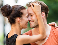 Flirt on the Internet. Pros and cons of dating online