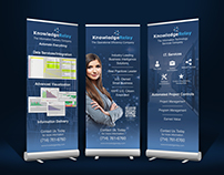 Standing Banners for Knowledge Relay
