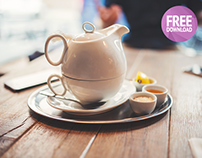 Free photo teapot of black tea