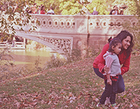 Gente en el Bow Bridge de Central Park