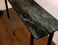 Tisch aus Verde Karzai Granit