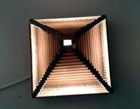 Piramida lampa z kartonu / Pyramid – cardboard lamp