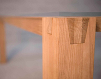 TRAVI solid wood table