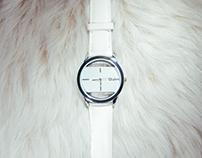 Relojes blanco y dorado.