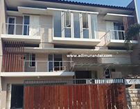 Desain Rumah 2.5 di Manyar Kertoadi Surabaya