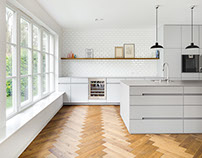 White/Grey kitchen by Manufaktur für Gestaltgebung