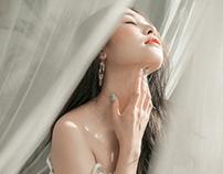 Kim Anh mong manh bên nắng mai