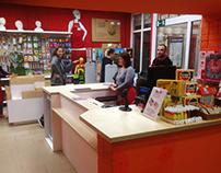 Кассовая зона и стенды для магазина «Красный карандаш»
