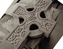 Beeldhouwwerk: Keltisch Kruis in hardsteen, 8 foto's