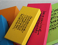 Caligrafía aplicada a cajas