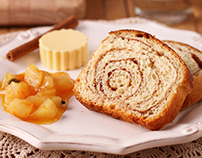 Cinnamon bread with homemade jam