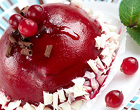 Raspberry-cranberry cake with raspberry mousse