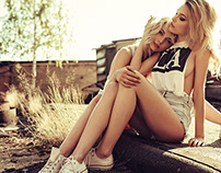 2 Girls One Chucks