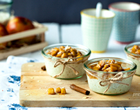 Vanilla rice pudding with apples and caramel sauce
