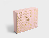 Novia Chocolate | Box Packaging | Golden and Royal