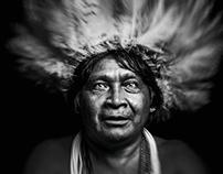 Portraits de la tribu Suruis by Philippe Echaroux,