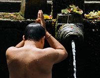 HINDU RITUAL BATHING IN BALI