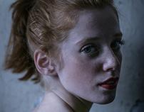 La jeune fille qui avait les cheveux roux