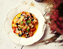 Scrambled eggs, tomatoes and black olives