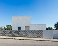 House in Preguiçosas by João Branco + Paula del Río